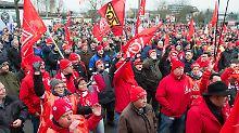 """Maßnahmen gegen """"Angstkampagne"""": IG Metall-Chef droht mit Flächenstreiks"""