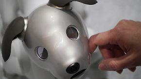 CES lockt mit Kuriositäten: Strippende Roboter und ein bellendes Comeback