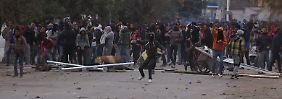 Ausverkauf der Revolution?: Tunesiens Wirtschaft bedroht den Wandel