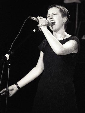 So fing alles an: Dolores O'Riordan bei einem Auftritt mit den Cranberries 1992 in San Francisco.