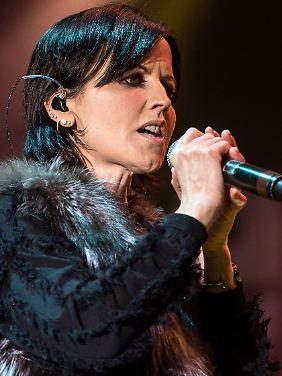 2017 war sie mit den Cranberries noch einmal auf Tour - hier bei einem Auftritt im polnischen Breslau.