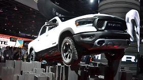 Mit breiter Brust fährt der Dodge Ram in Detroit vor.