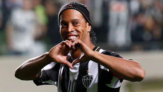 Zweimal Weltfußballer, einmal Champions-League-Sieger und Weltmeister: Ronaldinho ist eine Fußball-Ikone.