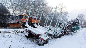 """Vorboten von Sturmtief """"Friederike"""": Schnee und Glätte führen auf vielen Straßen zu Chaos"""