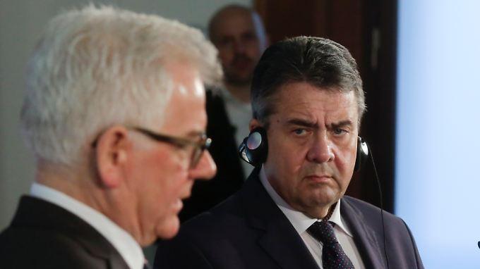 Der neue polnische Außenminister Jacek Czaputowicz (l.) und sein Amtskollege Sigmar Gabriel.