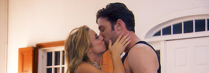 Der Bachelor spitzt die Lippen: Putenärsche und gefärbtes Schamhaar