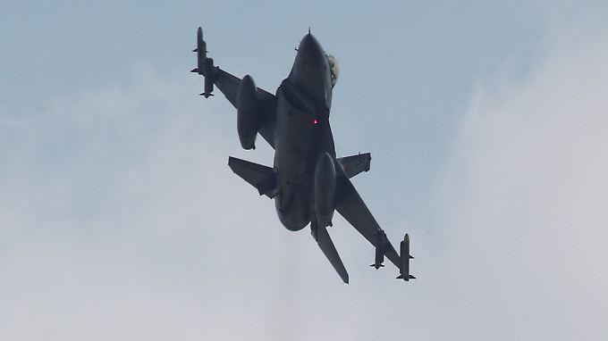 Ein türkischer F16-Kampfjet.