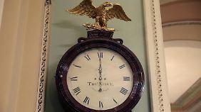 """Die Frist ist vorbei, zeigt die historische """"Ohio Clock"""" im Kapitol an."""