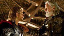 Nordische Götter aus Hollywood: Chris Hemsworth (l.) als Thor und Anthony Hopkins als Odin.