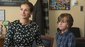 Hat Auggie bisher zu Hause unterrichtet, nun muss er in die Schule: Julia Roberts als Auggies Mom.