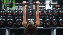 Trainingsbetreuung mit Defiziten: Fitnessstudios im Test