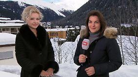 """Sandra Navidi in Davos: """"Potenziell sitzt Trump mit einem Bein im Gefängnis"""""""