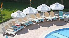 Wunschliege vorab reservieren: Veranstalter nutzen Handtuch-Kampf am Pool