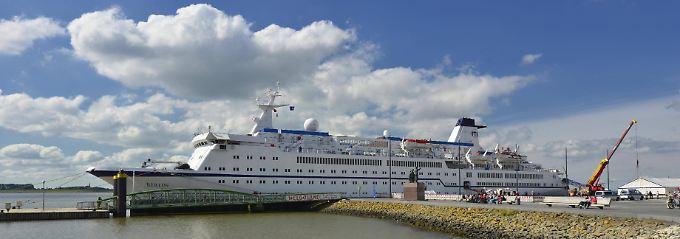 """Das Kreuzfahrtschiff MS """"Berlin"""", hier am Anleger Seebäderkaje auf der Weser, Bremerhaven, wird im Winter 2018/19 zum dritten Mal in Folge von Kuba aus unterwegs sein."""