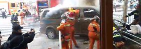 18 Verletzte in Shanghai: Brennender Van rast in Fußgänger