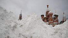 Chaos auf Straßen und Flughäfen: Moskau versinkt im Schnee