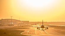 Nach Verspätung: Muss der Heimflug selbst bezahlt werden?