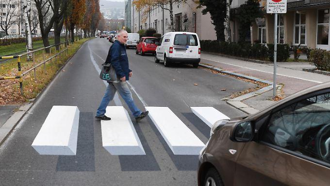 Der 3D-Zebrastreifen wird unter anderem im österreichischen Linz getestet. Demnächst soll die Technik auch nach Deutschland kommen.