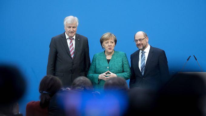 Die Parteichefs von CSU, CDU und SPD, Horst Seehofer, Merkel und Schulz zum Abschluss der GroKo-Verhandlungen am Mittwoch.