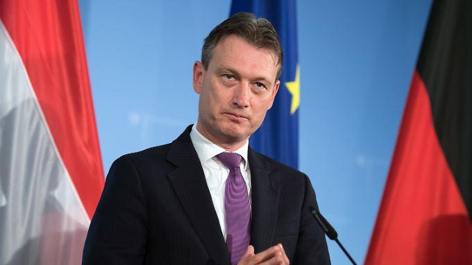 Der niederländische Außenminister Halbe Zijlstra ist wegen einer Lüge zu einem angeblichen Treffen mit Russlands Präsidenten Wladimir Putin zurückgetreten.