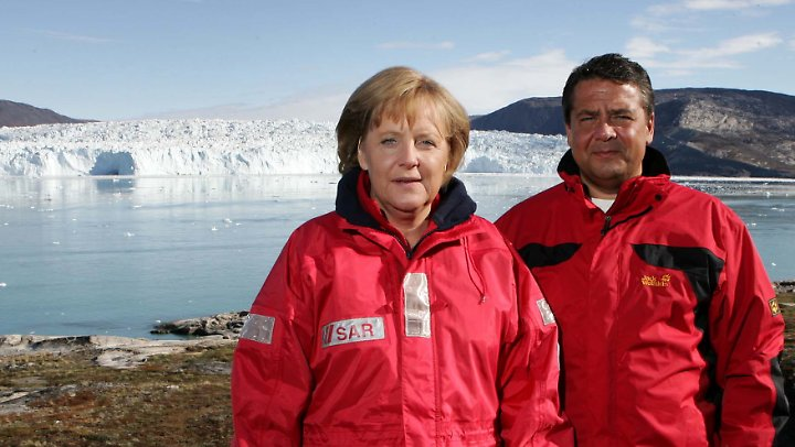 Bundeskanzlerin Angela Merkel und der damalige Bundesumweltminister Sigmar Gabriel in Grönland.
