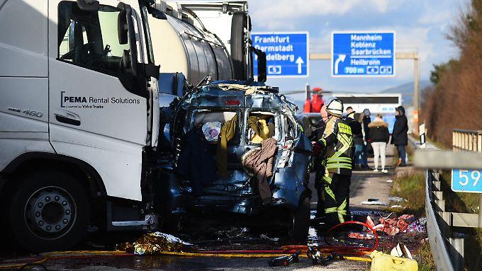 Die Anzahl der Toten bei dem Unfall ist noch unklar.