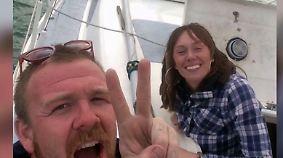 Schiffbruch nach zwei Tagen: Weltreise eines jungen Paares findet jähes Ende