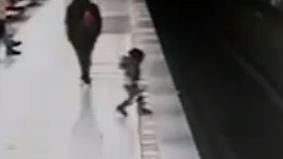 In Mailänder Metrostation: Junger Mann rettet Zweijährigen von Gleisen