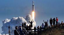 Internet für entlegene Regionen: Musk darf Satelliten-Breitbandnetz aufbauen