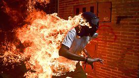 """Venezuela Krise"": ein brennender Demonstrant in Caracas."
