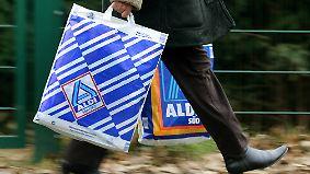Auf dem Weg zur Fusion?: Aldi Nord und Süd vereinen weitere Geschäftsteile