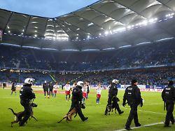 Platzsturm-Versuch und Drohung: Frust der HSV-Fans schlägt in Wut um