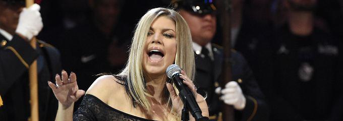 """""""Betrunkene Mama macht auf sexy"""": Fergie blamiert sich mit jazziger US-Hymne"""
