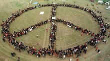 Drei Striche und ein Kreis: Ein Symbol vereint die (Protest-)Welt