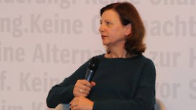 Karin Krieger hat das Neapel-Quartett in einem wahren Übersetzungsmarathon griffig ins Deutsche übertragen.