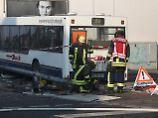 Zehn Kinder leicht verletzt: Schulbus prallt in Dortmund gegen Wand