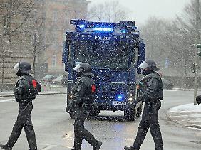 Sieht nach G20 aus, ist aber Fußball: Das Polizeiaufgebot vor dem Spiel ist enorm.