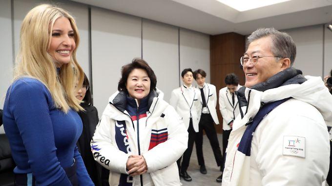 Im Olympiastadion von Pyeongchang traf sich Ivanka Trumo nur mit dem südkoreanischen Präsidenten Moon Jae In.