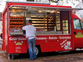 Für viele eine Alternative zu Burger & Co.: Ein halber Hahn vom Hähnchengrill.