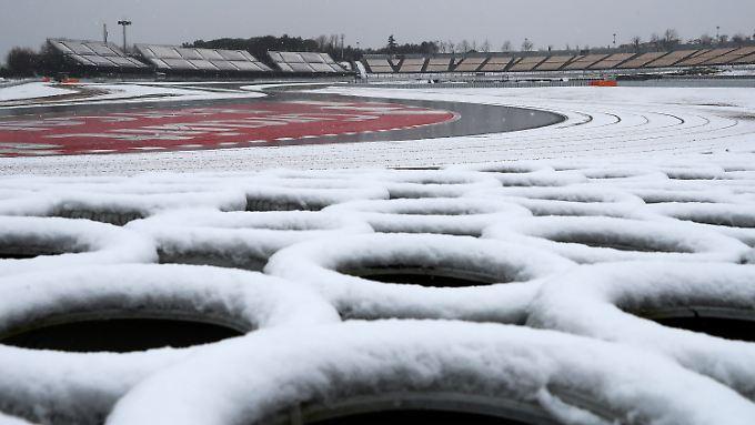 Auch der Circuit de Catalunya in Barcelona ist nicht vor Schnee sicher.