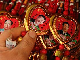 Xi und Mao Zedong sind in Souvernirläden stets präsent.