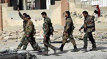 Syrische Soldaten in einem von ihnen eroberten Teil Ost-Ghutas.