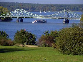 Glienicker Brücke zwischen Potsdam und Berlin.