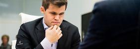 Wer bereitet ihm im November Kopfzerbrechen? Magnus Carlsen kann sich das Turnier in Berlin ganz entspannt anschauen.