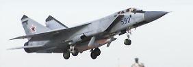 """Dieses MiG-31 Kampfflugzeug ist mit einer """"Kinschal"""" bestückt."""