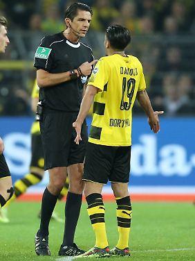 Korrekt, konsequent und berechenbar: Deniz Aytekin, hier mit Dortmunds Mahmoud Dahoud.