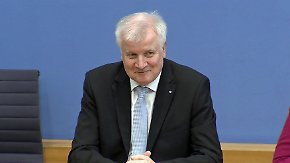 Verwirrung um neues Ministerium: Seehofer sorgt bei Pressekonferenz für Lacher
