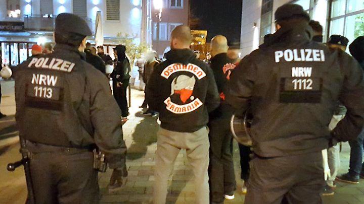 Treffen des Osmanen Germania BC werden oft von der Polizei überwacht - wie hier 2016 in Neuss.
