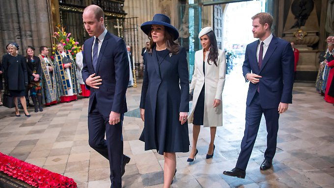Blau oder weiß? Kate oder Meghan? Royal-Fans sind sich uneins.