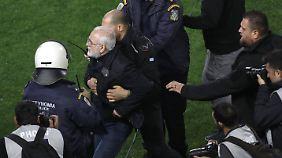 Der Platzsturm von Ivan Savvidis wird zum Skandal mit nationalem Ausmaß.